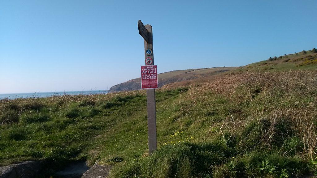 Path closure sign at Ceibwr